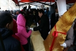 Free shark's fin dishes draw hordes in China
